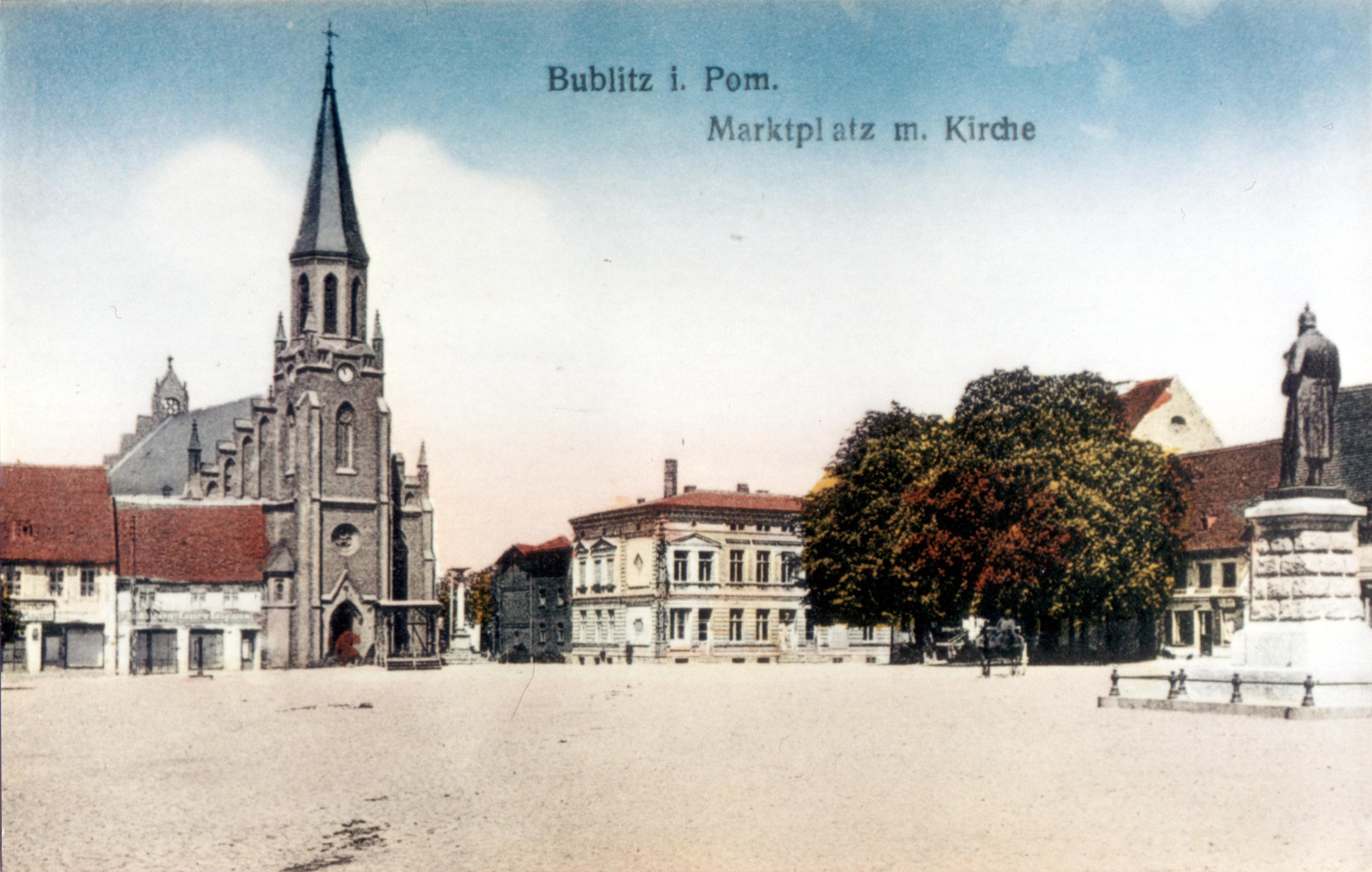 Bublitz in Pommern - Marktplatz mit Johannis-Kirche