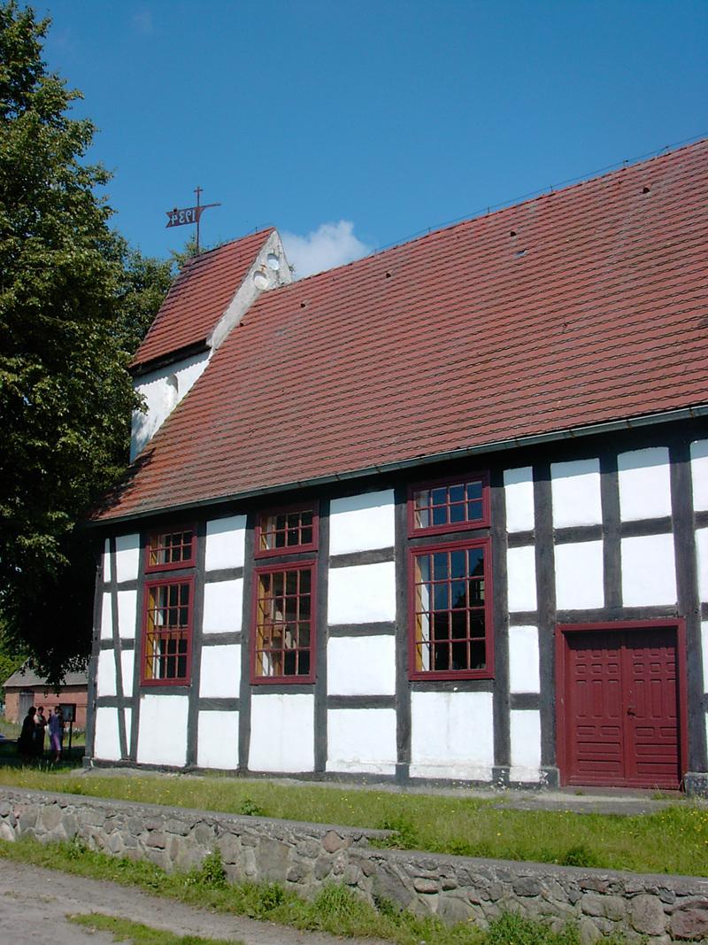 Dorfkirche in Stemnitz/ Staniewice