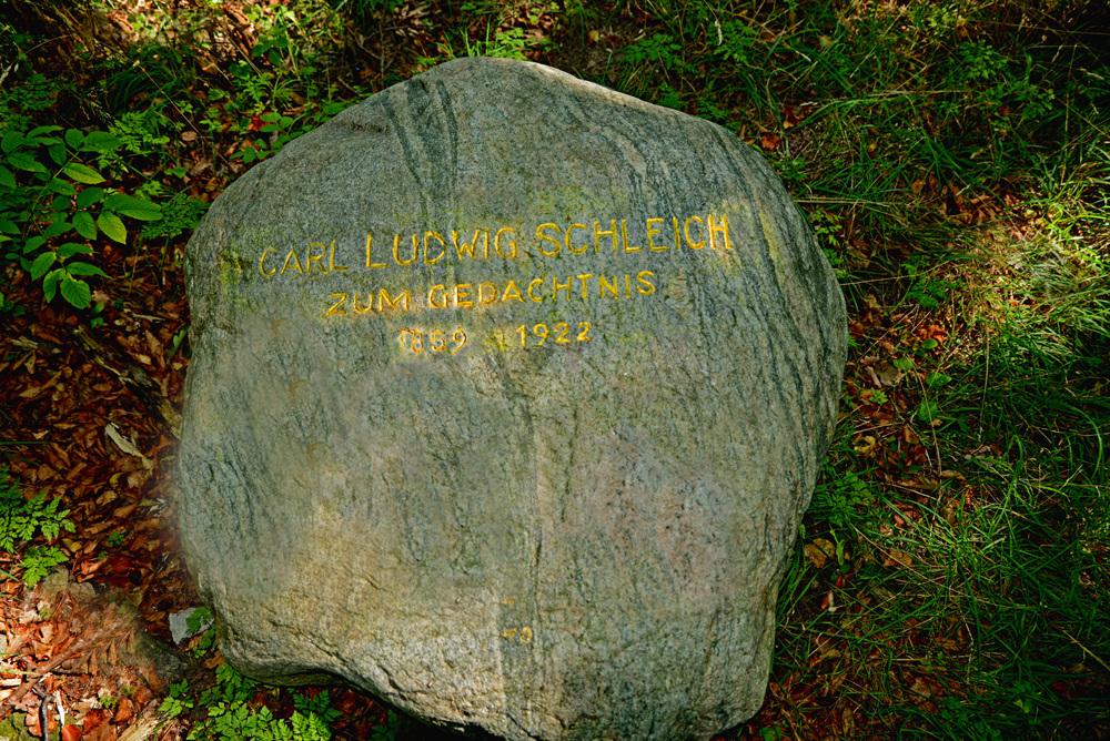 Reste des Schleichdenkmales in Kalkofen
