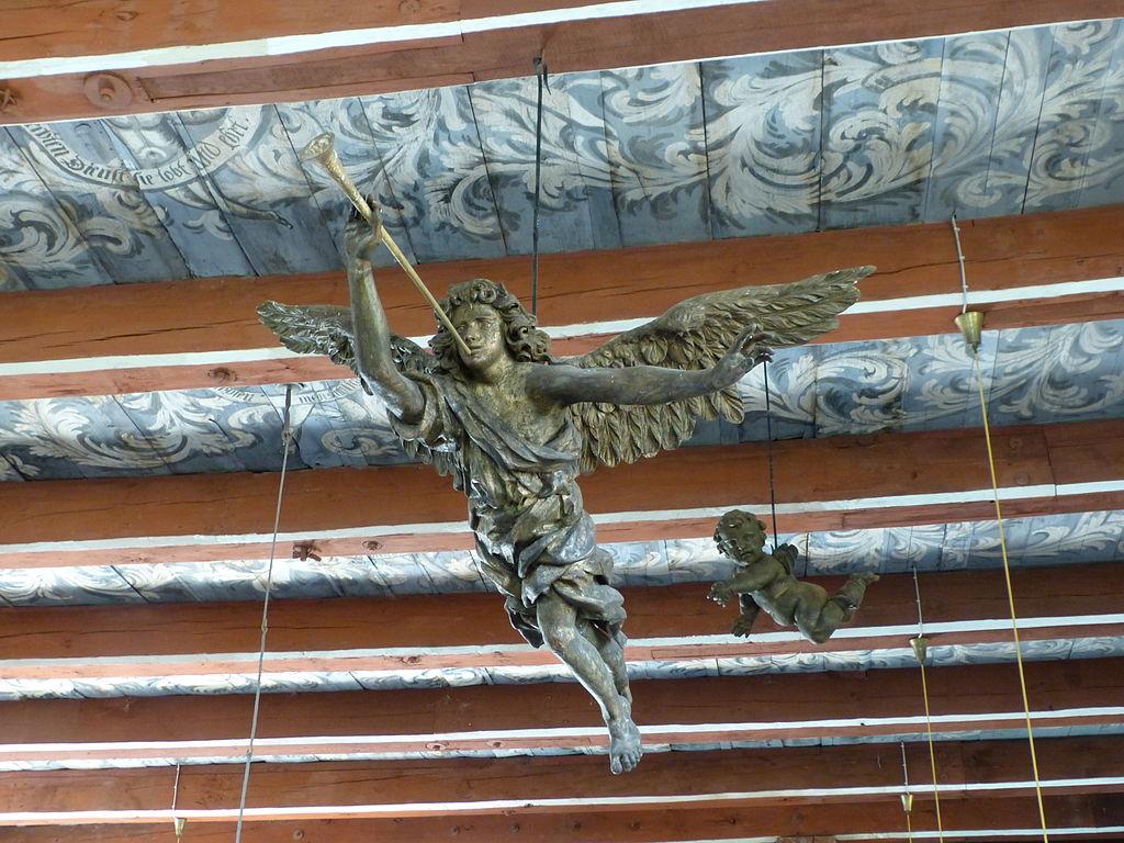 Putzar, Kirche, schwebender Posaunenengel unter der Decke