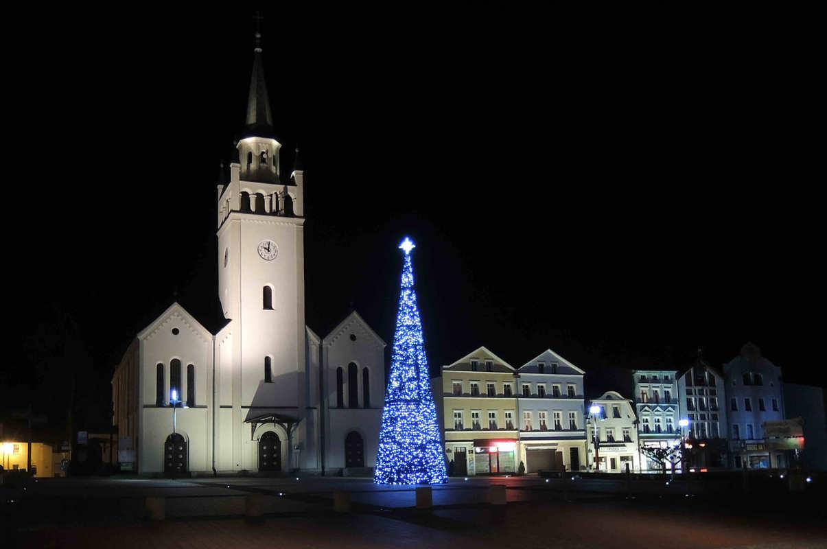 Kirche in Bütow -Bytów Dez. 2015 Bild K.F. Schwirz